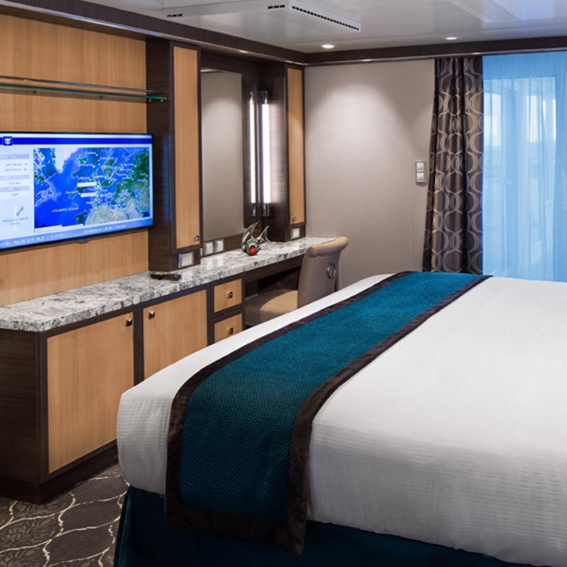 Spacious AquaTheatre Suite 1 Bedroom - Symphony of the Seas