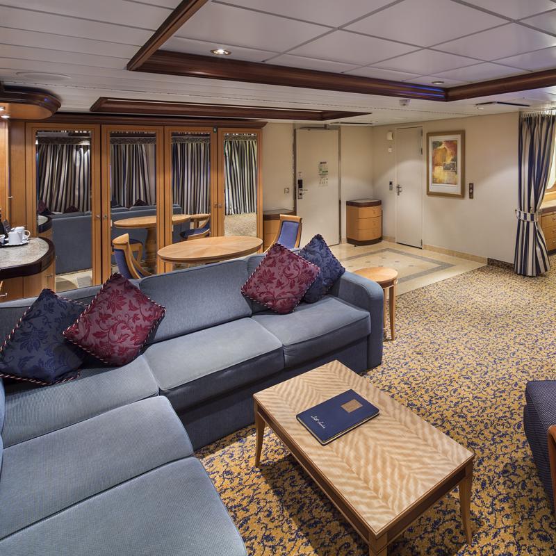 Owner's Suite 1 Bedroom - Radiance of the Seas