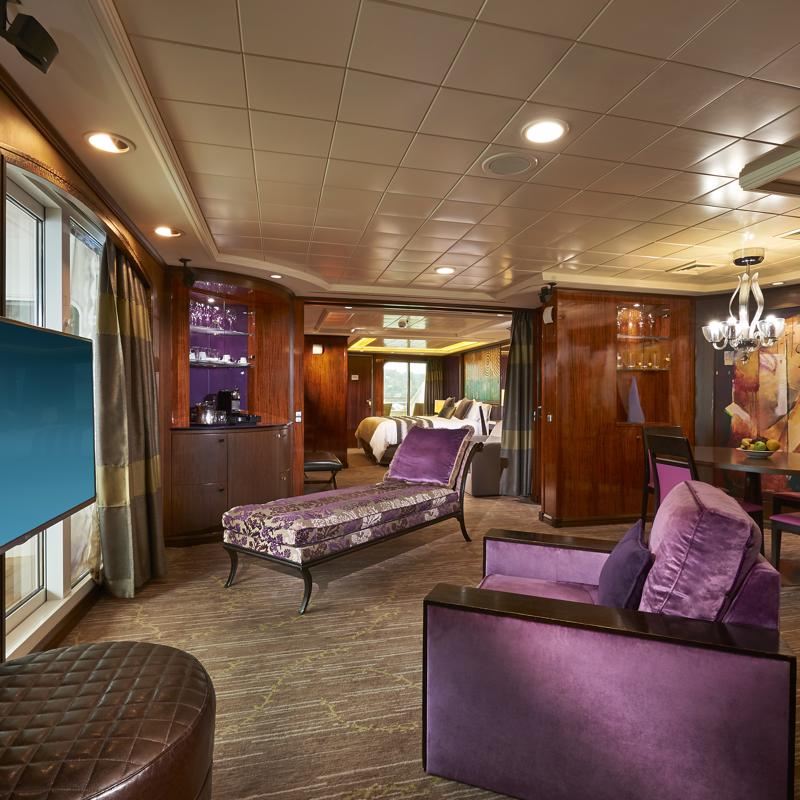 The Haven Deluxe Owner's Suite with Large Balcony - Norwegian Gem