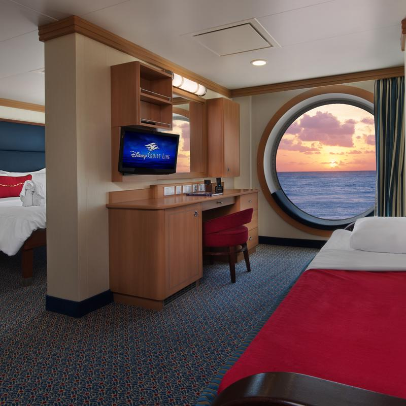 Deluxe Family Oceanview - Disney Fantasy