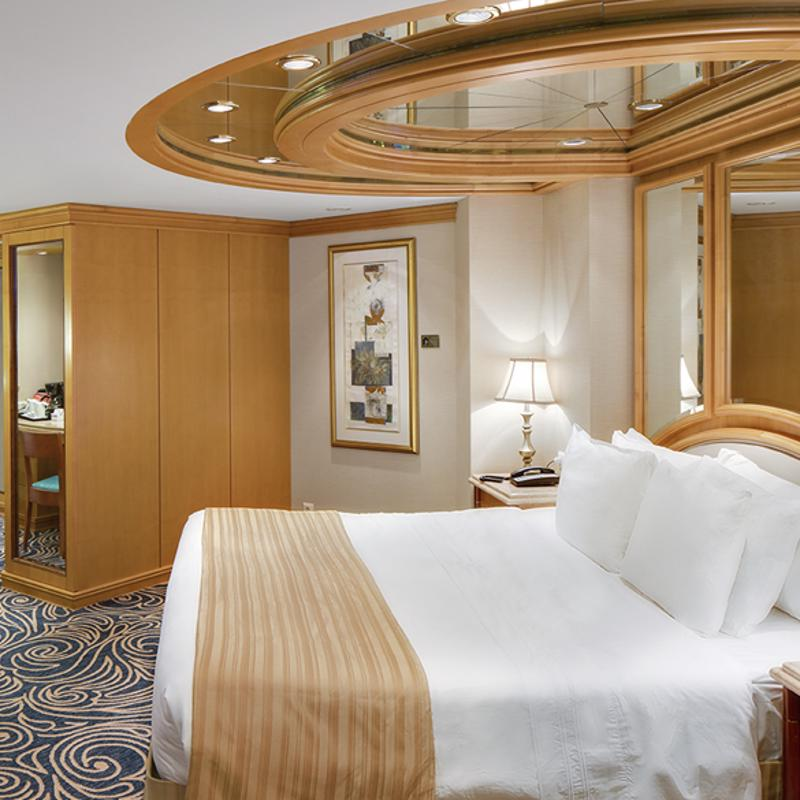 Royal Suite with Balcony-Vision of the Seas