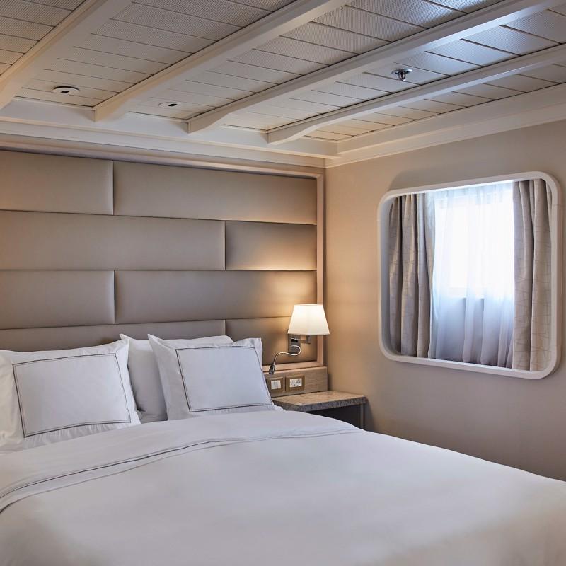Midship Veranda Suite-Silver Cloud