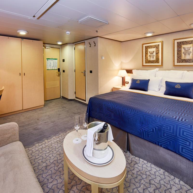 Deluxe Inside - Cunard Queen Victoria