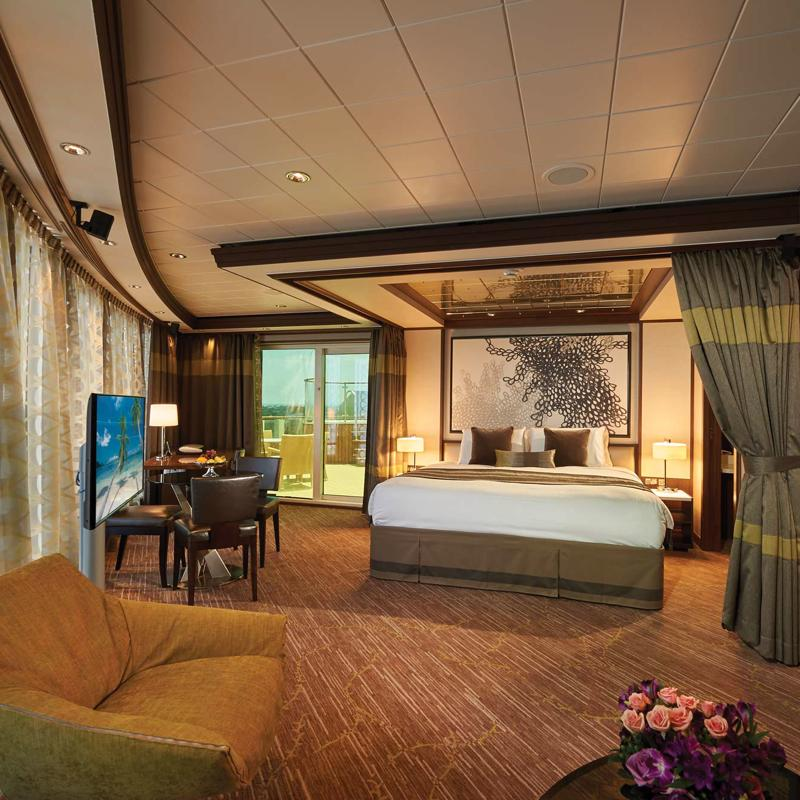 The Haven Deluxe Owner's Suite with Large Balcony - Norwegian Jade